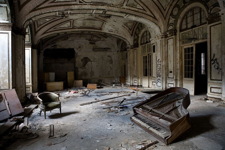Mysterious Abandoned Hotels Resorts